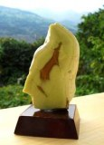 OPALE VERTE SUR SOCLE (90 gr/6.5cm)
