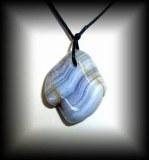 PENDENTIF CALCEDOINE BLEUE ( 25 gr/3.5 cm)